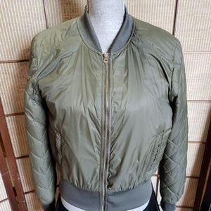 Jackets & Blazers - ARMY GREEN LIGHT PUFF JACKET SZ MED
